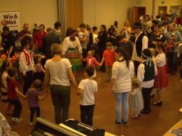 Csillagszemű táncház a Vállalkozók Majálisán Wokingban