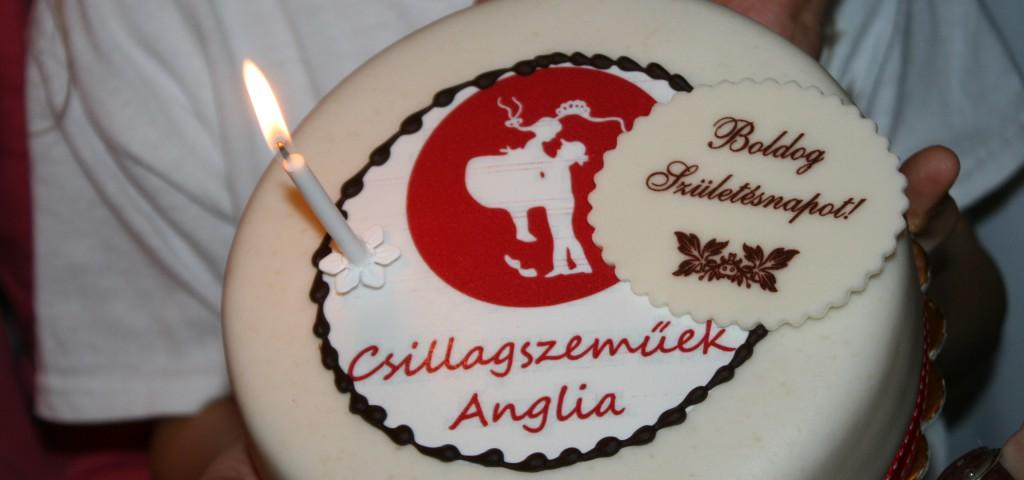 Egy éves a Csillagszeműek Anglia. Boldog születésnapot!